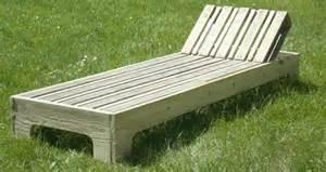 chaise longue en palette esprit cabane idees creatives