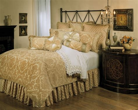 4pc opulent ivory gold velvet damask design comforter set