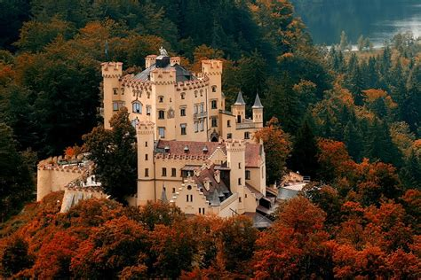 Beautiful Castles | top 10 most beautiful castles in the world tapandaola111