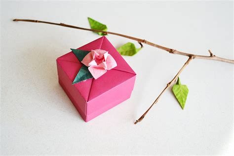 Origami Present Wrapping - origami gift box jewelry box burgundy flower ornament