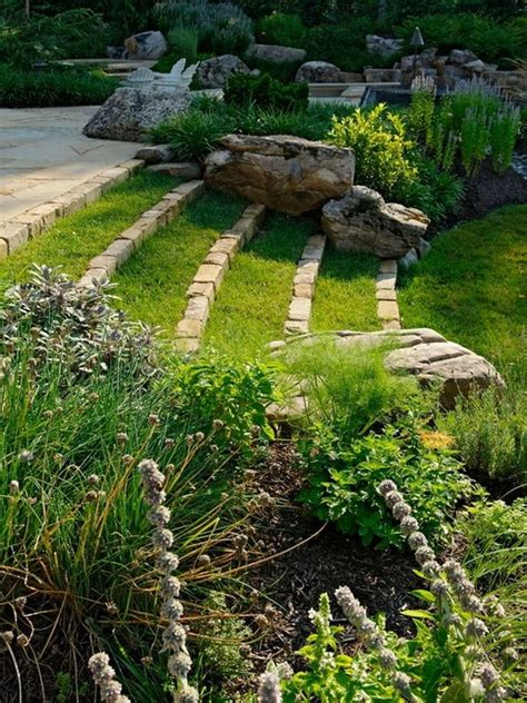 sloping backyard landscaping ideas 25 best ideas about sloped backyard on pinterest