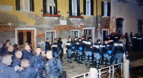 consolato turco alta tensione alle zattere no global assaltano il