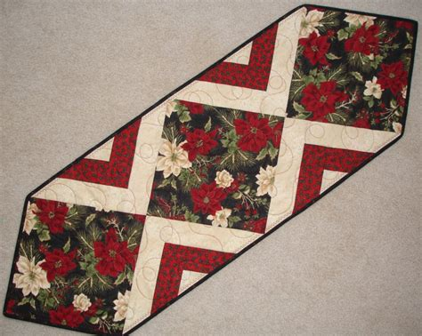 Quilted Table Toppers by Images Of Christmas Table Runner Quilt Do It Yourself