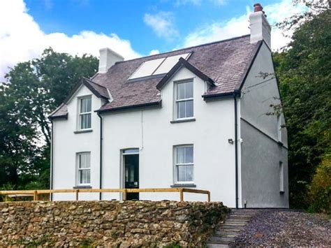 cottages in friendly farthings hook mill maenclochog henry s moat self