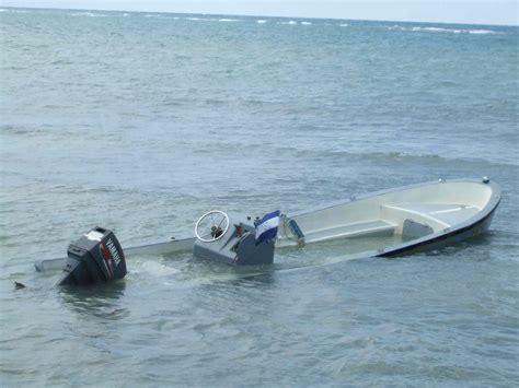 que tal on roatan december paparazzi - Small Boat Sinking