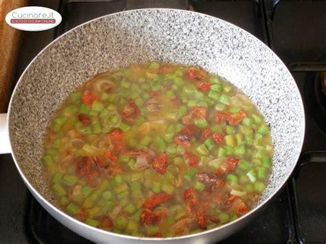 cucinare pomodori fusilli con asparagi e pomodori secchi cucinare it