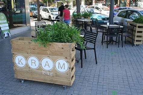 Planter Bar by Pallet Planter At Bar Patio Pallet Ideas Recycled