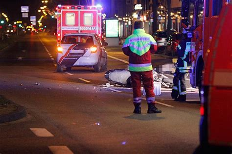 3 Motorradfahrer Verungl Ckt by Unfall Aachener Strasse Koeln 31122015 2