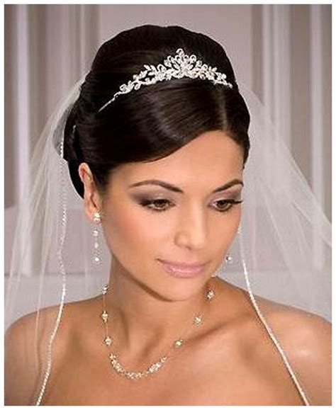 Wedding Hairstyles With Tiara And Veil Pictures by Wedding Hairstyles With Tiara And Veil Vizitmir