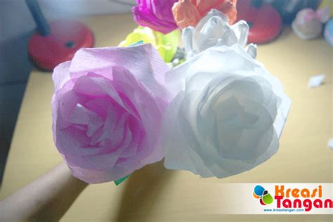 cara membuat bunga dari kertas krep tutorial cara membuat bunga mawar dari kertas krep