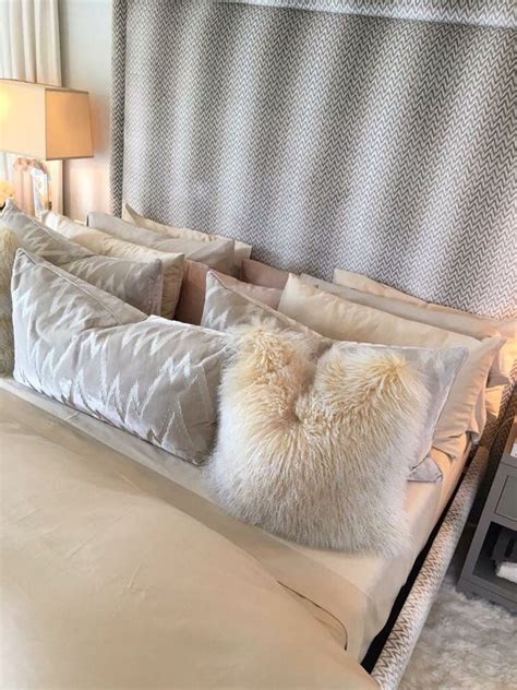 kourtney kardashian bedroom best 25 khloe kardashian bedroom ideas on pinterest