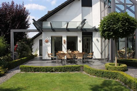 moderne pflanzgefäße terrasse terrassen 220 berdachung als filigranes glasdach modern