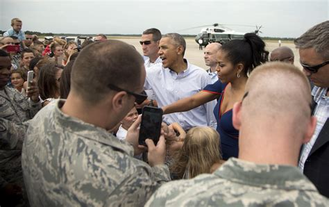 obama vacation first family arrives at martha s vineyard for 2 week break