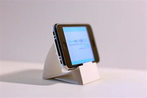 How To Make Paper Gadgets - paper iphone dock