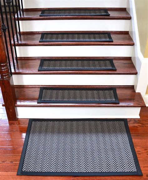 Mats For Outdoor Steps by 1000 Ideas About Stair Mats On Stair Treads
