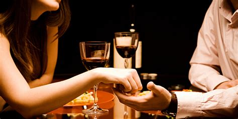 5 reasons to take your date to a restaurant