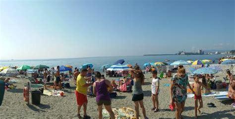 hotel a savona vicino al porto spiaggia libera attrezzata foto di spiaggia libera