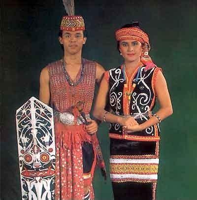 Baju Perang Dayak suku dayak shahnazdeyana