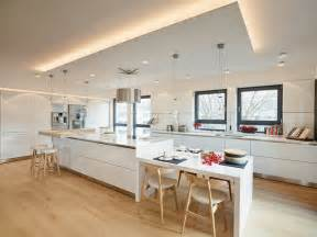 Decken Design Mit Beleuchtung Wohnung Bilder Penthouse K 252 Che Insel Modern K 252 Che Frankfurt Am Main
