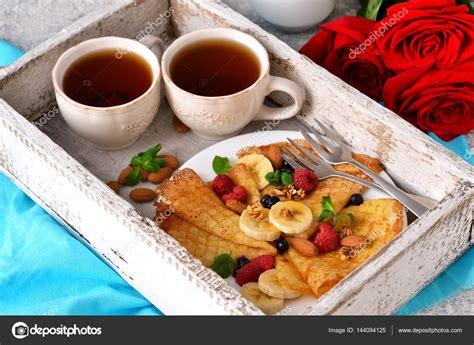 colazione a letto buongiorno la colazione a letto con caff 232 e frittelle