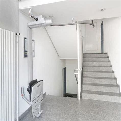 sollevatori per disabili a soffitto installazione di montascale per disabili o persone anziane