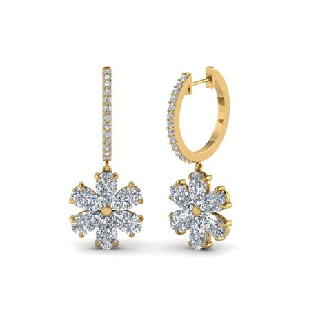 Earrings For timeless gold and earrings for fascinating