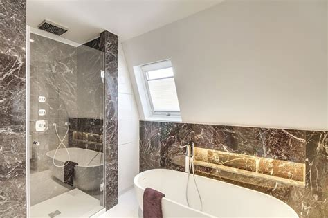 decoration salle de bain rouge