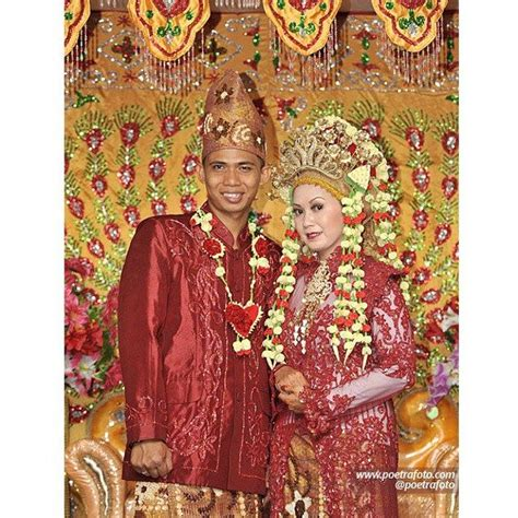 Foto Baju Penari Melayu 589 best images about wedding on traditional kebaya and traditional dresses