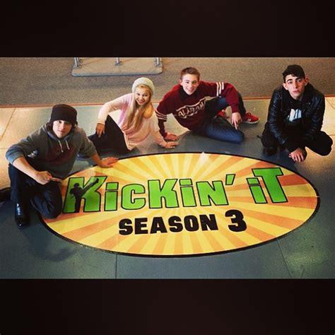 Gettin Ready For Weeds Season 3 celebrityhautespotthe cast of kickin it is getting