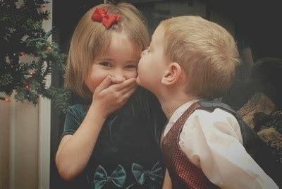 boy kissing a girl in bedroom 남자친구가 변했어요 남자가 선물 안하는 이유는 여친 탓 서른 살의 철학자 여자