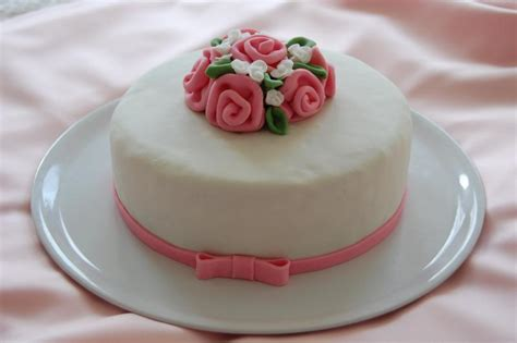 Kleine Torten by S 252 223 E Kleine Torte Mit Ribbon Roses Motivtorten Fotos