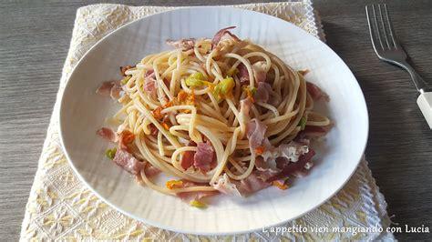 pasta fiori di zucca e speck spaghetti integrali con fiori di zucca e speck l