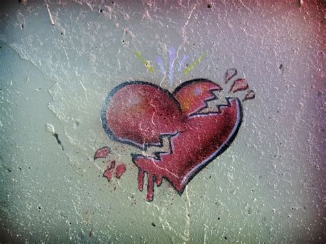 graffitis de corazn dibujos a lapiz de corazones rotos poster