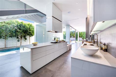 cuisine d architecte cuisine moderne blanche sans poignee maison d architecte