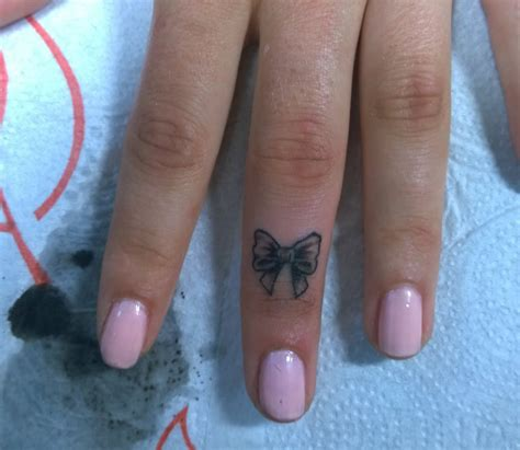 tattoo on finger bow 31 bow tattoos on fingers