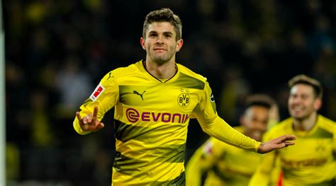 christian pulisic man u christian pulisic reunites with dog with help from twitter