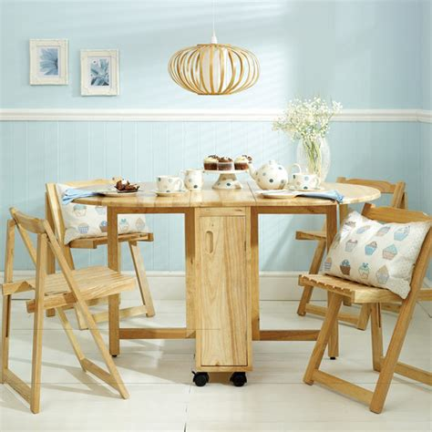 choose a folding dining table for your small space