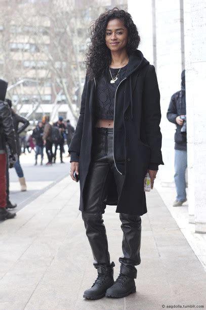 Jaket Hoodie Smile Brown jacket dope black black boots leather curly hair
