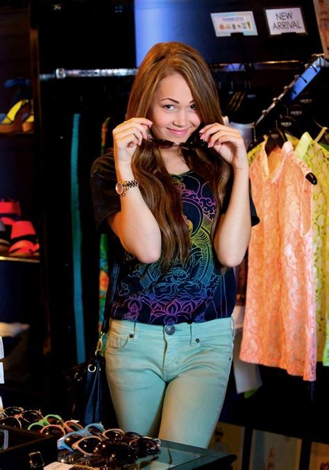 Kelli Berglund Sitcoms Online Photo Galleries