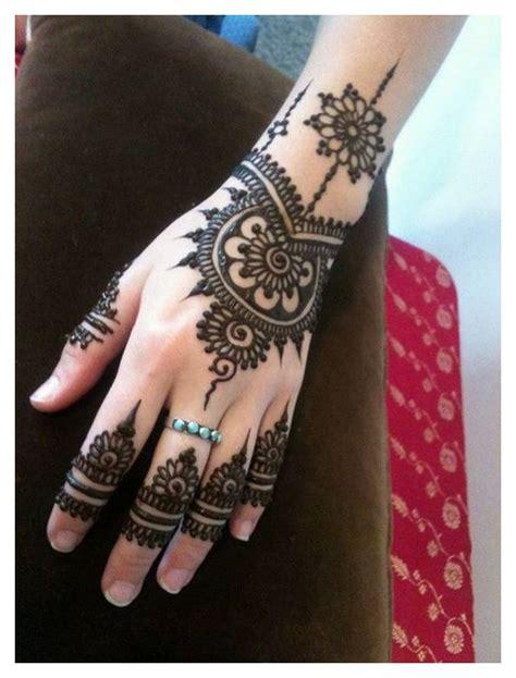 16 amazingly easy mehndi designs for hands and feet easyday hand mehndi designs pics eid ul azha henna 2017 2018