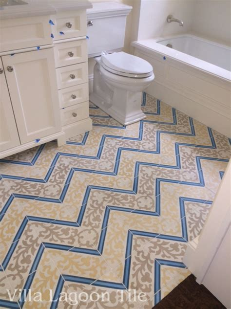 white bathrooms  beautiful floors cement style