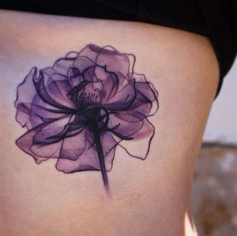 fiori tatuati stupendi e impalpabili tatuaggi con fiori ai raggi x
