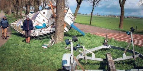 zeiljacht kapseist twee doden en een vermiste na omslaan jacht zeilen