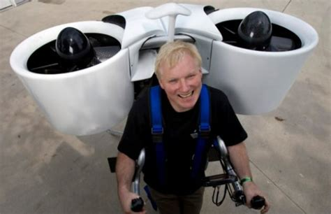 zaino volante jet pack arriva un modello dotato di eliche per volare