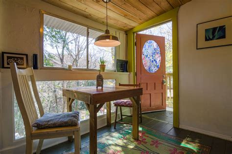 tree houses in texas for vacations 12 tempting tree house cabins in texas flavorverse