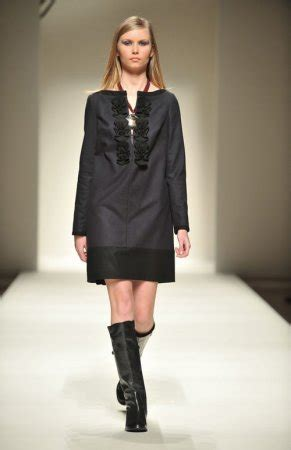 guardaroba abbigliamento sito ufficiale la signora bon ton della sfilata di gattinoni moda 232 donna