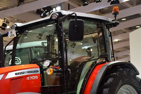 trattori cabinati massey ferguson i nuovi cabinati della serie mf 4700 nel