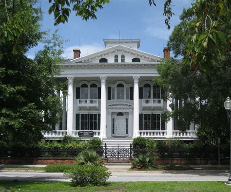 Southern Plantation Style Homes file bellamy mansion wilmington nc front 02 jpg