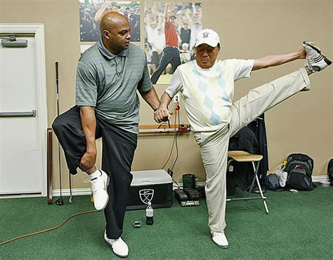 golf swing hitch charles barkley roasts warriors hillary and more si com