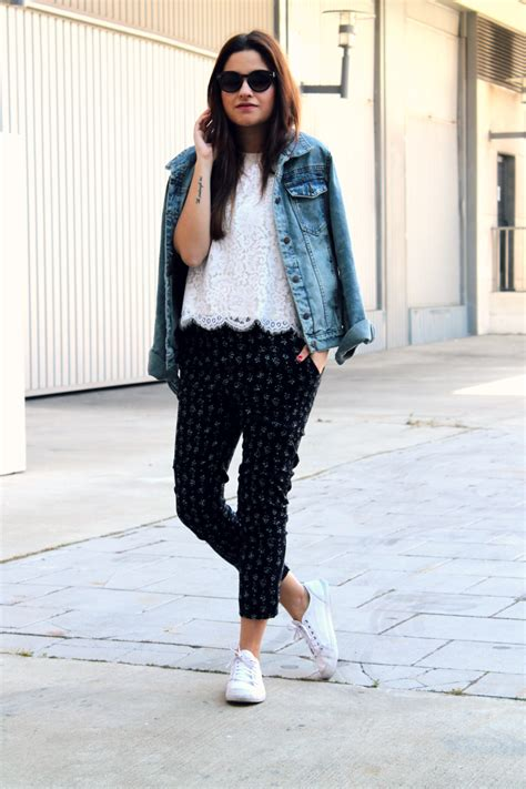 Jaket Flores Is Awesome floral lace top and denim jacket de moda